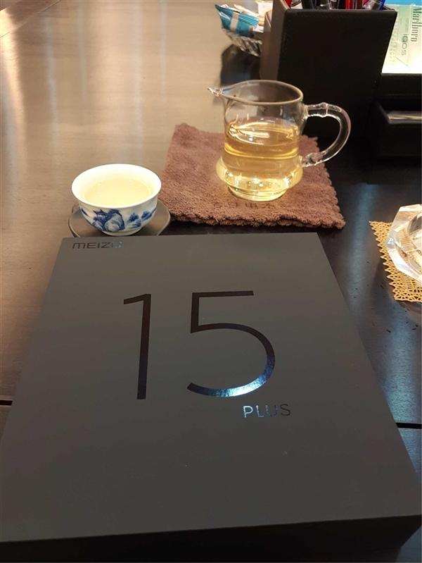 魅族15 Plus真机谍照曝光:无刘海 圆形Home键