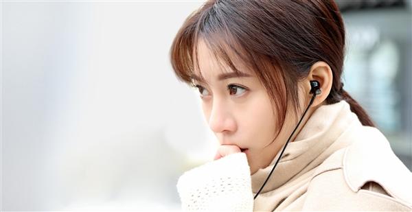 小米双单元半入耳式耳机发布:69元
