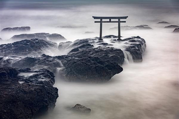 日本摄影师连拍千张照片 终于拍出水墨画般的绝美作品