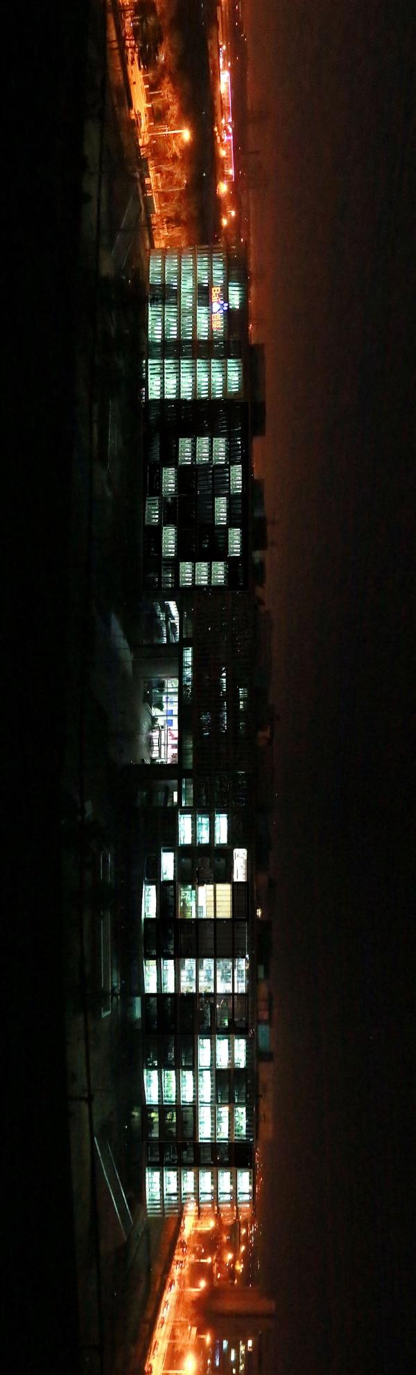 爱奇艺纳斯达克上市:百度大厦爆灯庆祝