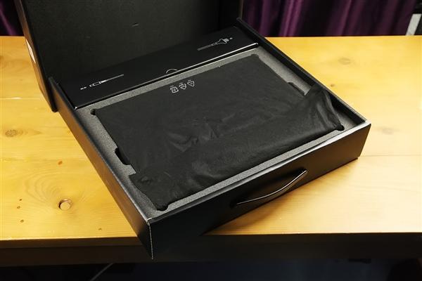 小米游戏本开箱:3+2热管散热给力