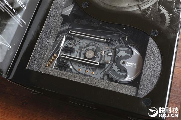 太极图腾再现!华擎X470 Taichi Ultimate主板开箱图赏