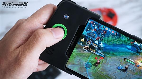 黑鲨游戏手机图赏:对称式设计 外形大亮