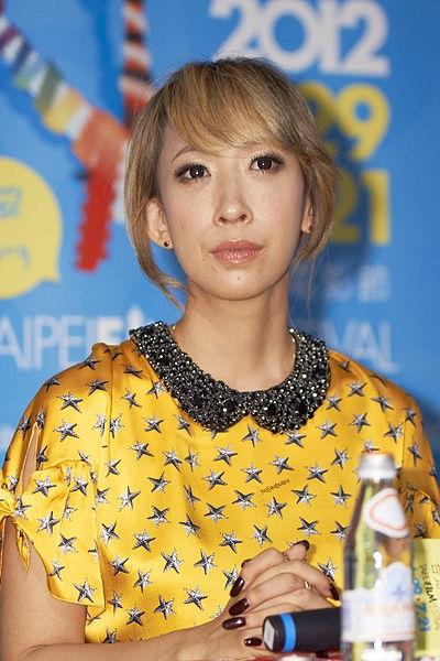 小米全面屏新机6X宣布:邀请日本一线女艺术家拍海报