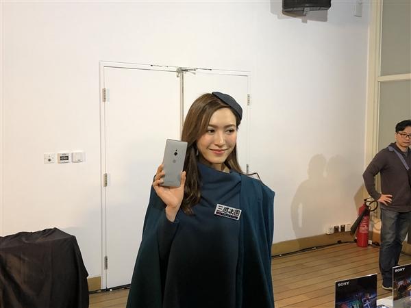 5.7寸单手操作无压力!索尼Xperia XZ2开启预售