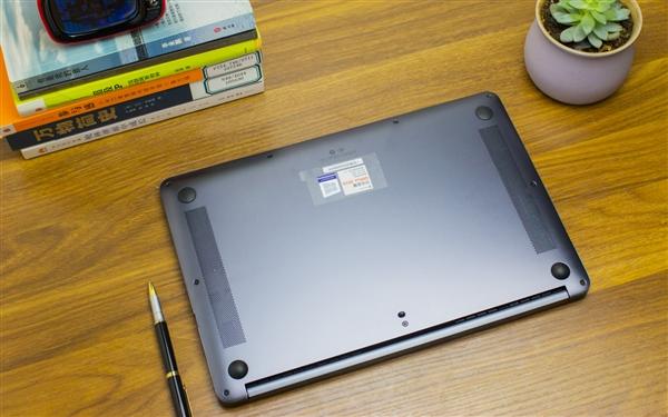 荣耀MagicBook笔记本实拍图赏:年轻人第一台高性价比轻薄本