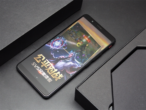 1680万色幻彩RGB灯带吸睛!努比亚红魔游戏手机开箱