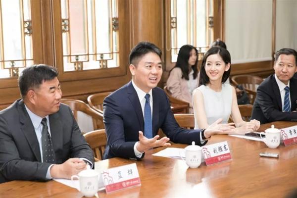 刘强东章泽天夫妇宣布向清华大学捐赠2亿元