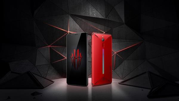 努比亚红魔游戏手机线下首发:一键火力全开