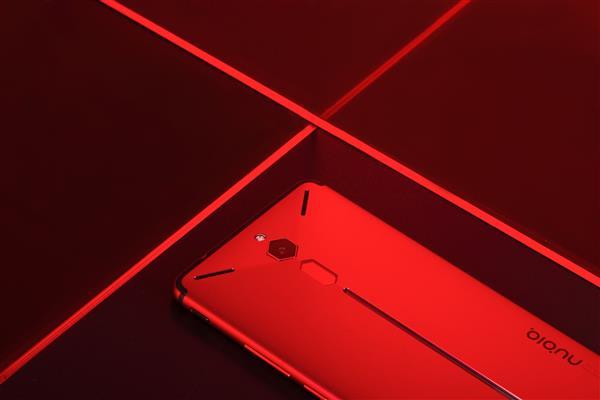 自带RGB AI灯效 努比亚红魔让你一见钟情