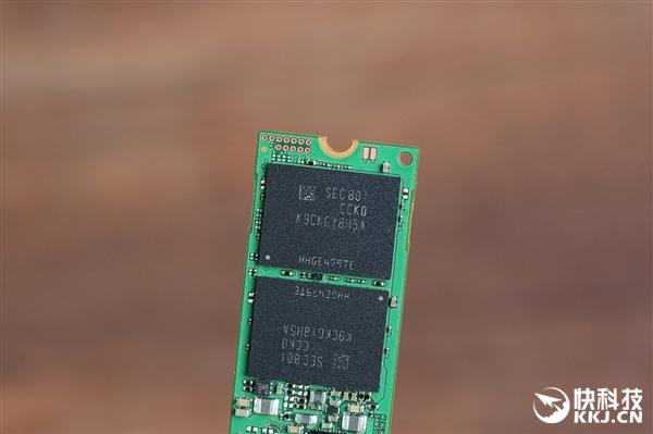 寿命大涨3倍 三星860 EVO 250GB SSD开箱图赏