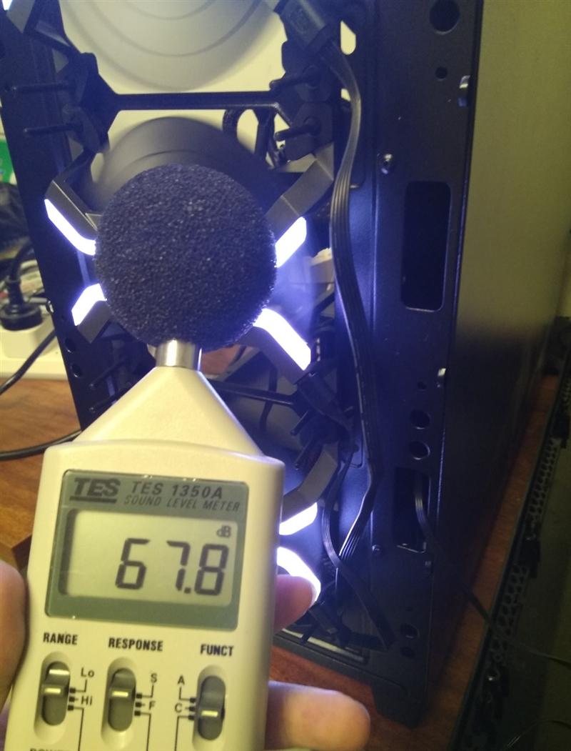 无边框风扇+RGB流动灯光系统! 玩家风暴MF120风扇评测