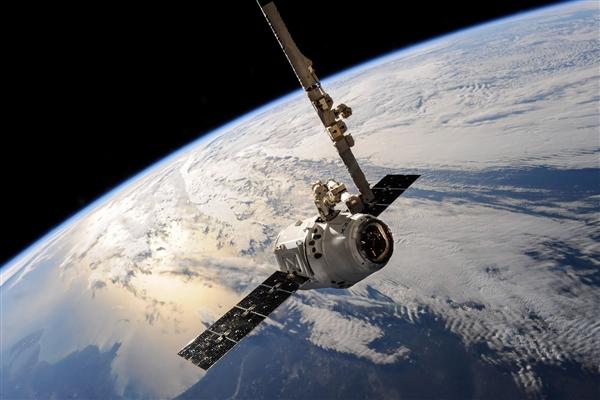 """航天器数据显示 """"欧罗巴""""卫星正在向太空中喷水"""