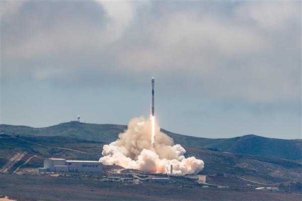 SpaceX成功发射一箭七星:用的是二手一级火箭