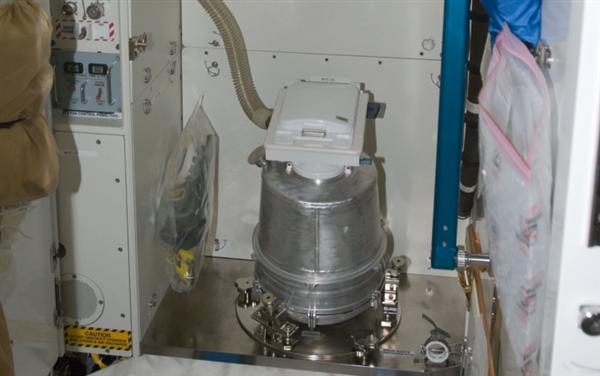 NASA展示太空中的卫生间 上厕所没那么方便