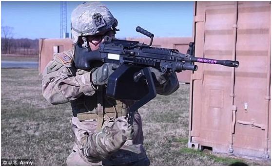 """美国陆军发布""""第三臂""""外骨骼 可辅助射击"""