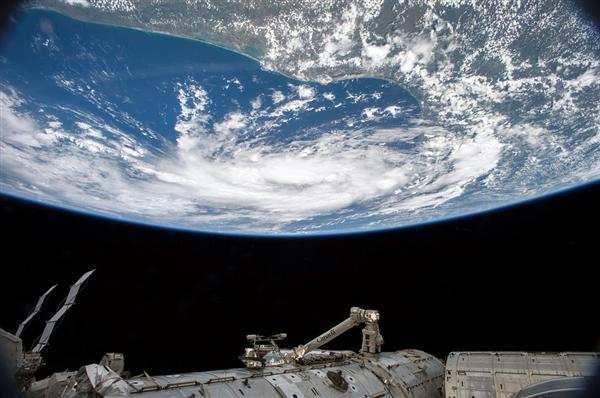 3位国际空间站的宇航员安全返回地球