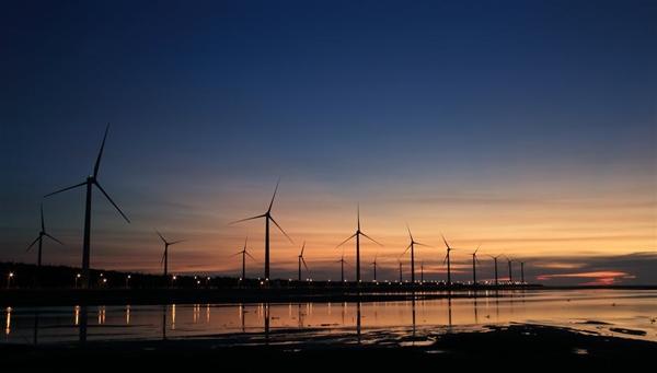 """英国气象局:""""风旱""""导致电力生产进入低迷期"""