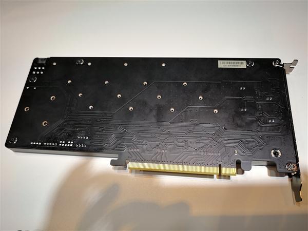 四块M.2 SSD合体!华硕/华擎/微星齐秀PCI-E x16扩展卡