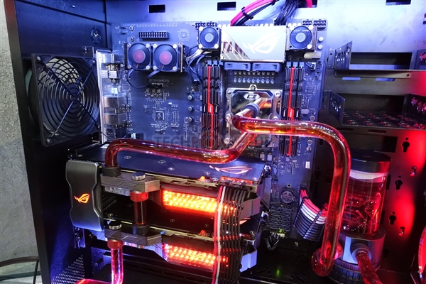 Intel 28核5GHz桌面新CPU揭秘:14nm Skylake、265瓦