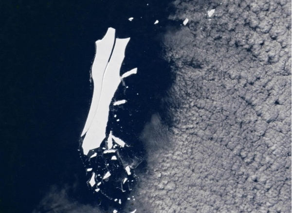 全球最大的冰山正在消失:积达约11000平方公里