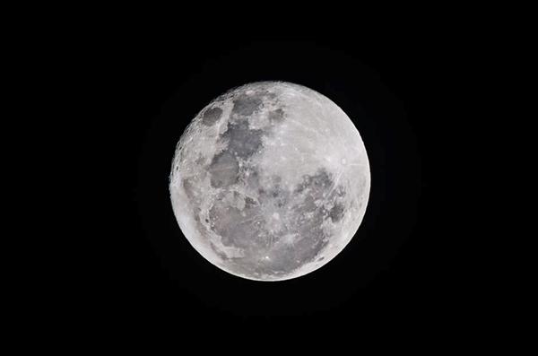 美国最新研究揭秘月球变暖的原因