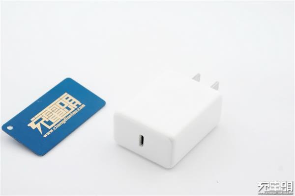 市面唯一:坚果R1 QC4+原装充电器拆解