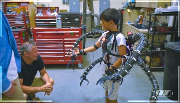 比特币暴富的少年打造超酷机械骨骼