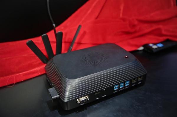 日海智能发布全球首款AIoT移动智能计算终端