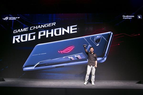 """华硕ROG游戏手机隔空降临 玩家感叹""""何时到我碗里来"""""""