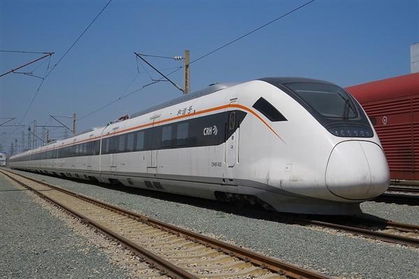 """京津城际铁路""""复兴号""""将在8月8日实现时速350公里运行"""