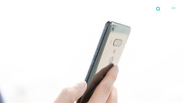 "HTC U12+详细评测:任性的""原地后空翻"""