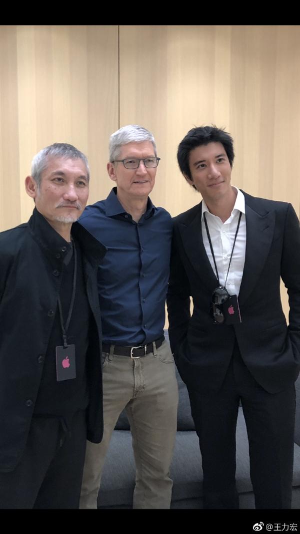 """王力宏抢先上手iPhone Xs Max!直呼""""超大超漂亮"""""""