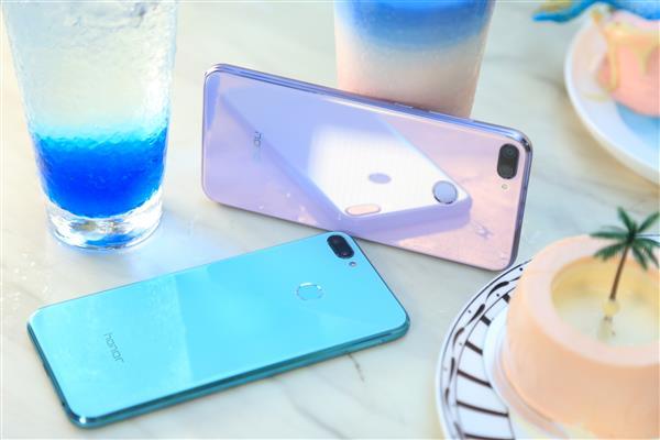 千元起步 囊中羞涩也能买得起的高颜值手机