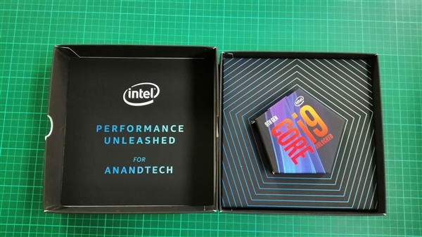 小�9i-9`�_intel i9-9900k评测样品前瞻:特制五边形小盒子