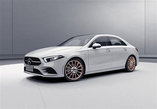 奔驰新一代A级预售21.6万起 先期推长轴三厢版 标配1.3T+7DCT