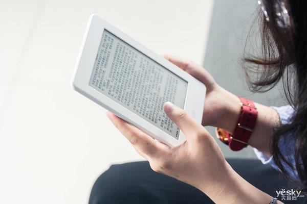 努比亚X上手:双屏护眼 连续10小时阅读无压力