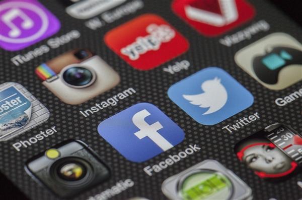 Facebook宣布通过2000万用户筹集超过10亿美元善款