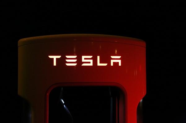 特斯拉中国官网开启Model 3在线预定 新车预计明年交付