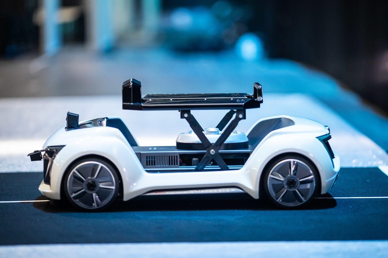 奥迪展示全新飞行出租车:将飞行器与无人车相结合