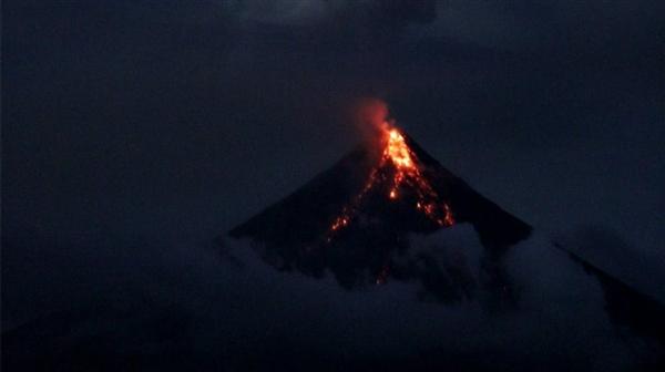 墨西哥火山喷发 官方调高防灾警戒等级