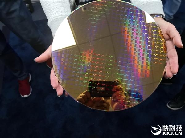Intel展现十代酷睿9W Y系列:双芯整相符 厚度仅1mm