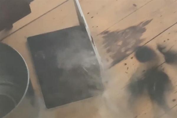 苹果无奈:国外用户曝MacBook Pro电池着火