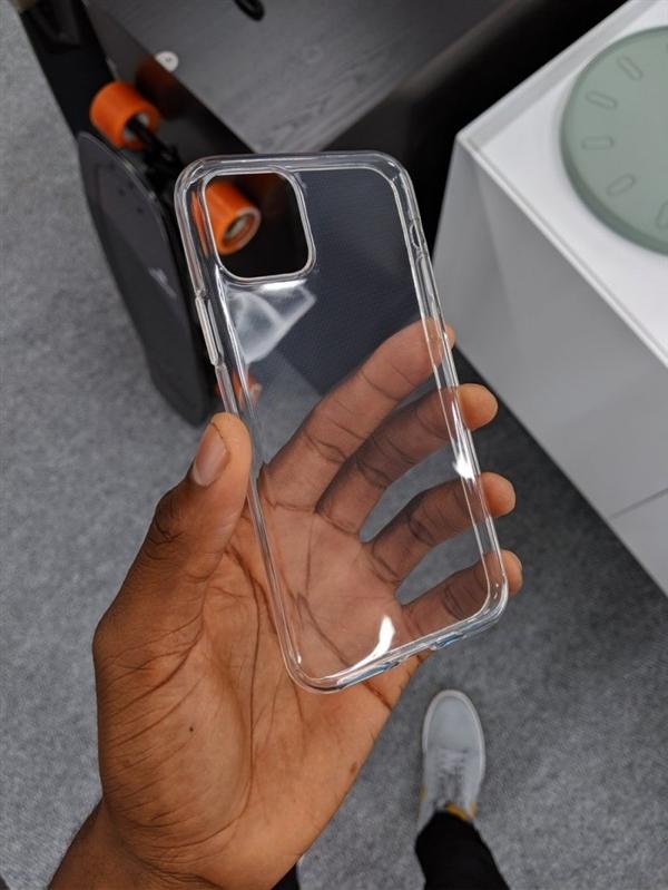 新iPhone也许就是如许了!后置浴霸设计太抢眼