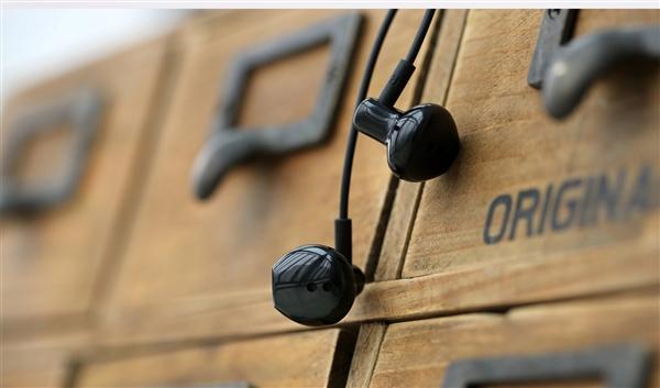 锤子耳机质量够硬 网友称洗衣机里滚了近一个幼时还能用