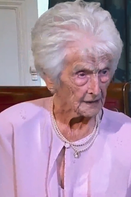 112岁英国最长寿老人。死:永久不要忧忧郁 每晚喝点酒