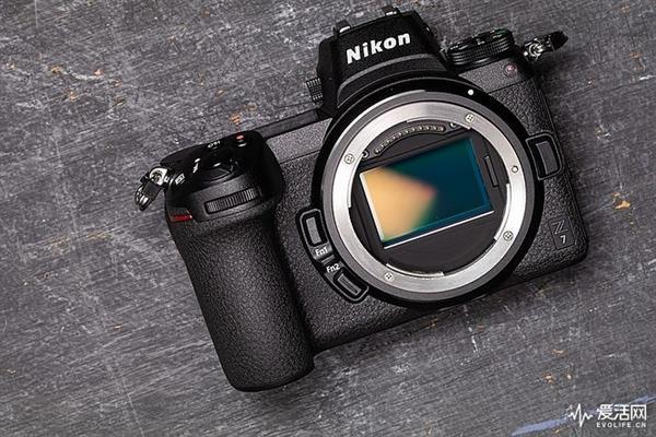 尼康将推出廉价版全幅无逆相机:六七千元就能带回家