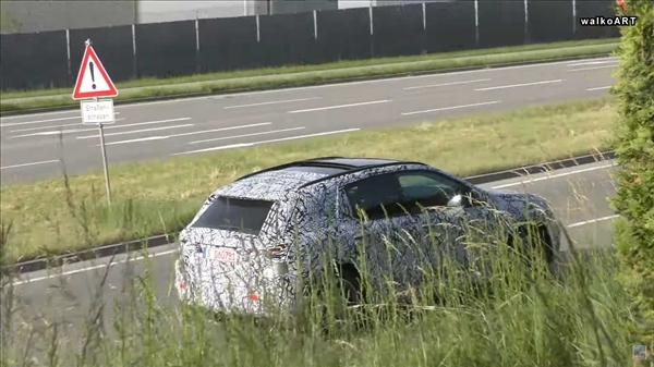 对。标宝马X2 崭新一代奔驰GLA路试谍照曝光:尺寸添大