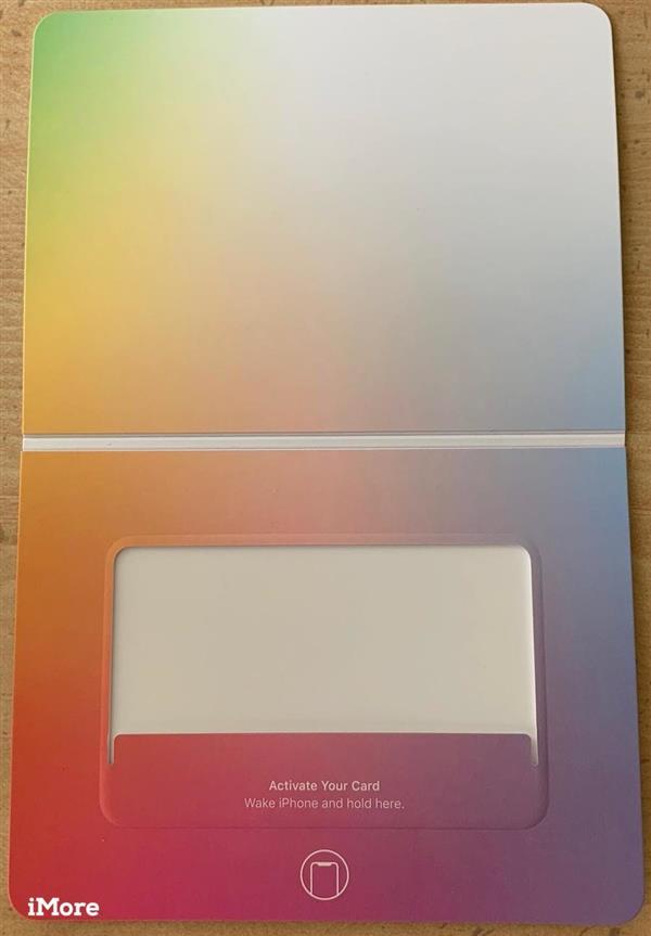 Apple Card信用卡实物照片曝光:钛合金卡片 仅重14.75克