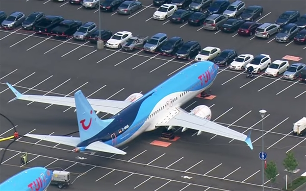 停飞致无法交付:波音工厂无奈征用员工停车场存放海量737 MAX